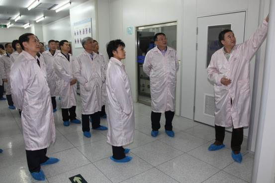 Ms. Lin Huiqing Visited The School of Microelectronics of UCAS
